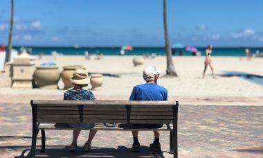 adult-beach-bench-1034597