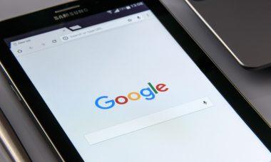 black-samsung-tablet-display-google-browser-on-screen-218717