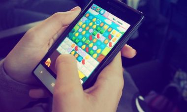 person-playing-candy-crush-on-nokia-smartphone-228963-820x550